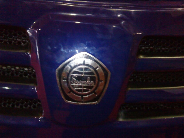 emblem mobil esemka model sedan