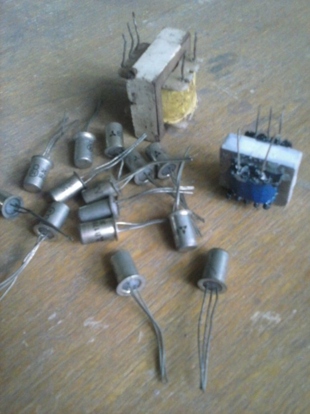 Transistor Germanium + Trafo IT OT hasil berburu.